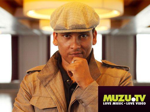 """Hört euch den neuen Song von Xavier Naidoo """"Hört, Hört"""" jetzt auf MUZU.TV an! http://www.muzu.tv/xavier-naidoo/hort-hort-music-video/2216698/"""
