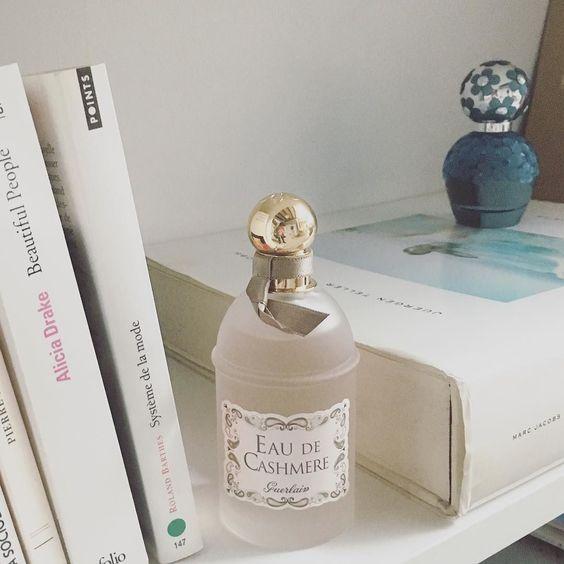 #buenosdias #felizVIERNES  A qué hueles hoy?  #perfume #verano #sanjuan #eaudetoilette #guerlain #marcjacobs #beauty #daisy #girl #belleza #fragancias #olor #veranito #summer #summertime #fresh #flowers #love #fashion #style #redaccionFMA #workplace #decor #fashionvook