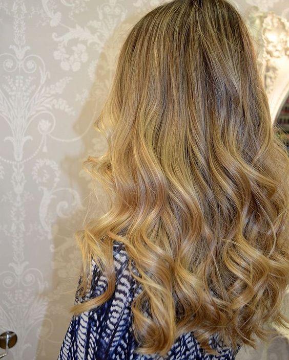 ¡¡El corte de moda!!   Capas largas ideales en melenas XL... y en todo tipo de cabellos ⠀  #evapellejero #melenasxl #capaslargas #cortedepelo #hairstyle #pelazo #salondepeluqueria #zaragoza