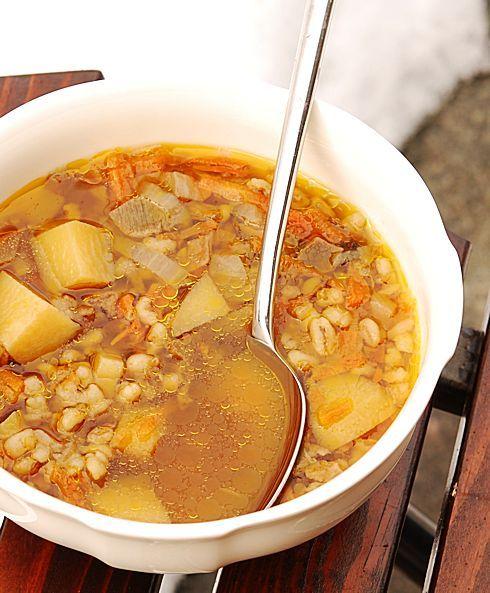 Любите ли вы грибной суп так как его люблю я? Чёрный, ароматный, насыщенный грибной суп? Обожаю. Пригласила девочек с работы на пирожки. Давно грозилась, вот…
