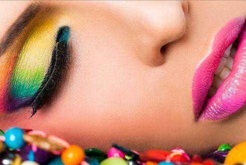 Aprenda os truques e dicas de uma maquilhagem perfeita! Na Training Academy Workshop de Auto Maquilhagem com Registo Fotográfico + 10 fotos enviadas por email para 1 pessoa por 29€, para 2 por 49€. - Descontos Lifecooler