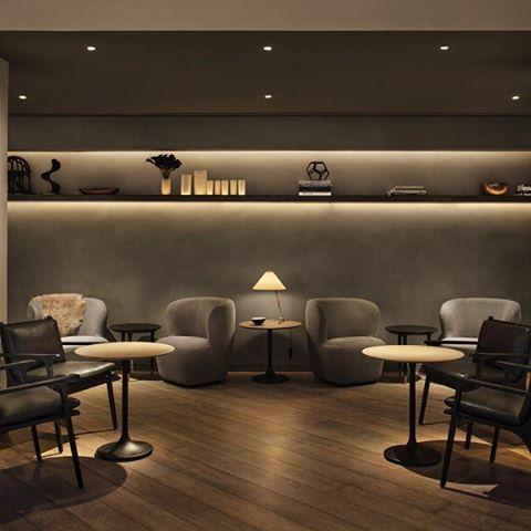 O conchego que o efeito de luz traz para o ambiente, por SPACE Copenhagen para o 11 Howard Hotel em NY. (Mais do projeto no www.inandoutdecor.com.br) #inandoutdecor #spacecopenhagen #11howardhotel