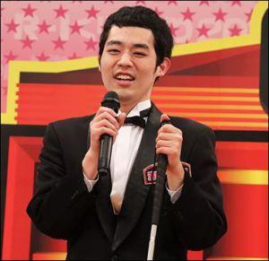 マイクで話している濱田祐太郎さん