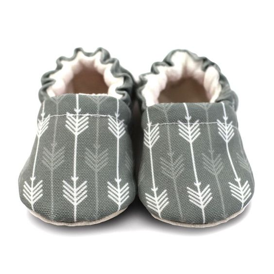 Just because they may not be able to walk yet, doesn't mean they don't deserve good footwear. Comfy and cool, these crib shoes are fully lined with soft, 100% cotton flannel and feature a light grey a