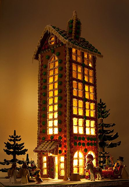 oh my! gingerbread house -- how big are you planning for Temecula Valley Museum's contest? #gingerbreadhouses #christmas