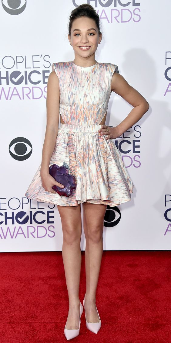 Maddie Ziegler in Michael Costello, Benedetta Bruzziches clutch, Dior shoes, and Jennifer Meyer jewelry.