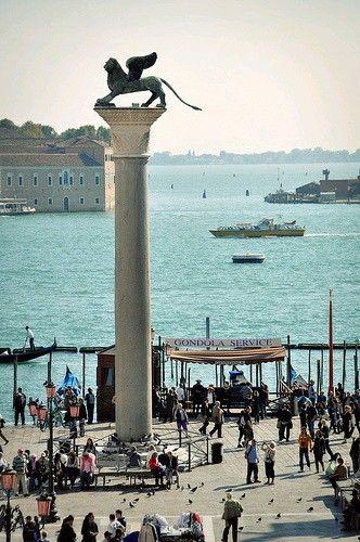 Columna León Alado, símbolo de Venecia Italia.