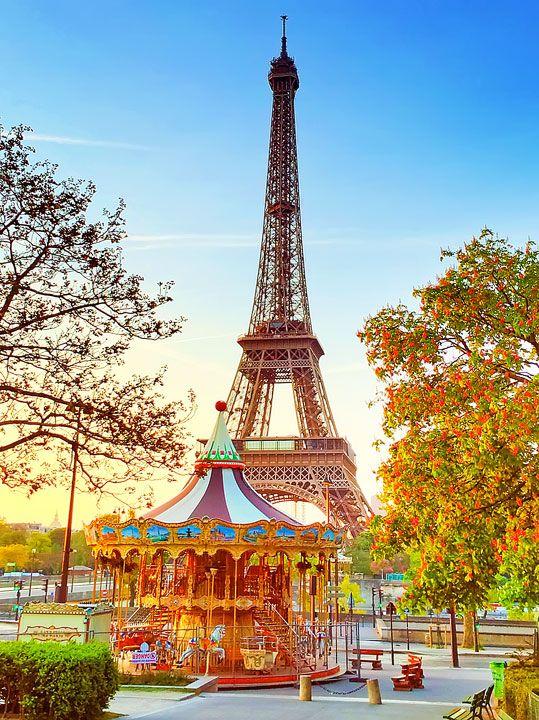 Eiffel Tower Sunset, Paris, France. www.kevinandamanda.com #travel #paris…