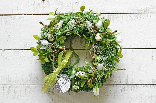Wianek Wielkanocny W Gaszczu Soczyscie Zielonych Mchu I Paproci Pierwsze Wiosenne Kwiaty Jabloni Sniezno Bialych Szafir Floral Grapevine Wreath Floral Wreath