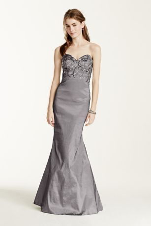 Sparkling meets sophisticated in this Prom Queen worthy gown ...