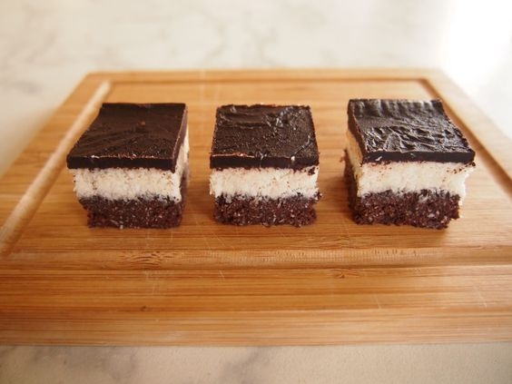Chocolate coconut bars  Coconut Layer: 2 tbsp thick coconut cream 1/2 tbsp pure maple syrup 1 tbsp coconut oil 1/2 tsp vanilla extract 1&1/2 cup desiccated coconut