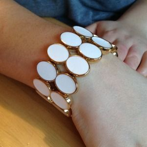 I just discovered this while shopping on Poshmark: Robert rose  stretch bracelet. Check it out!  Size: OS