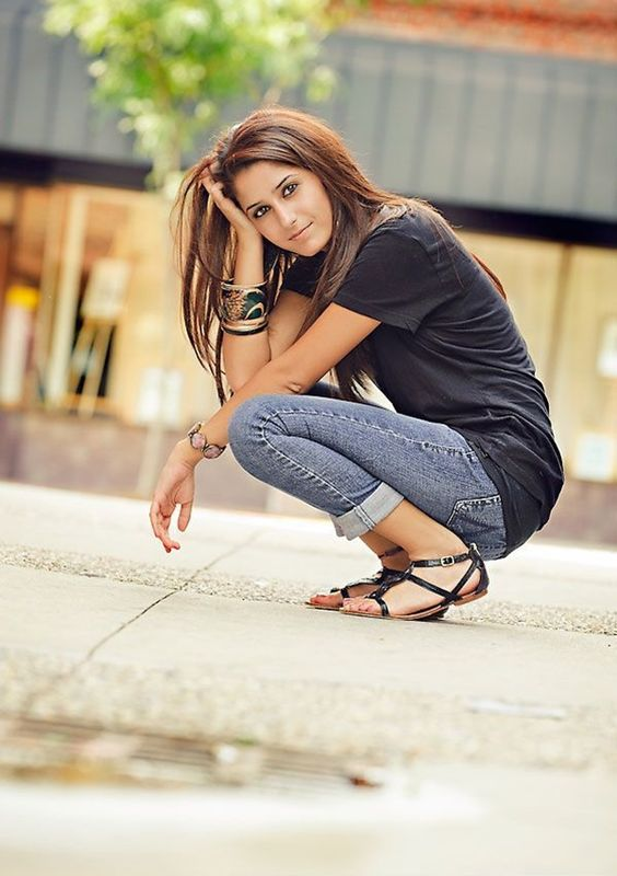 40 Brilliant Senior Picture Ideas For Girls | Editor Girls And Simple Outfits
