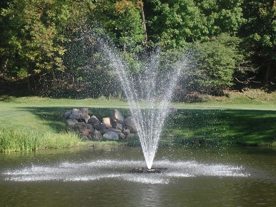 Close up of the fountain on holes 17 & 11