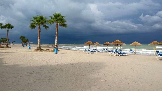 Playa Les Cases. Se acerca una tormenta...