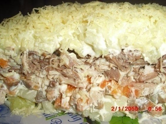 Фото к рецепту: Салат с мясом и грибами