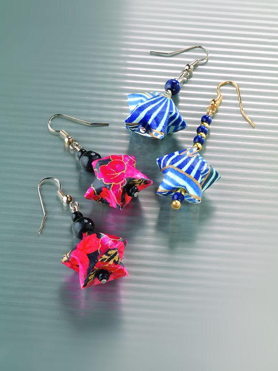 DIY earrings made from paper. Just make sure to use nickel safe hooks. (Ohrringe aus Papier mit Bastelanleitung. Achtet auf nickelabgabefreie Hänger.)