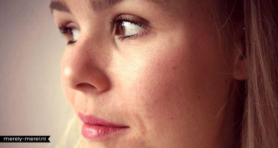 """Eyeliner crème """"Copper"""" (#81156) - poudre compacte teint parfait """"Rosy Beige"""" (#1307) - Rouge à lèvres """"Gypsy"""" (#7704) - Blush marbré """"Peachy Cheeky"""" (#83351)  http://www.eyeslipsface.fr/"""