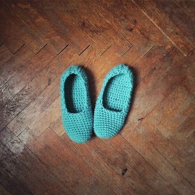 Sticheleien - Anleitung zum Kreuzstich sticken lernen: Mint anti-slippery crochet slippers // Weekend projects