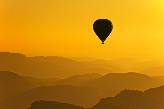Ballooning in Garrotxa? Apparently it starts early (around sunrise). Otherwise, seems awesome...