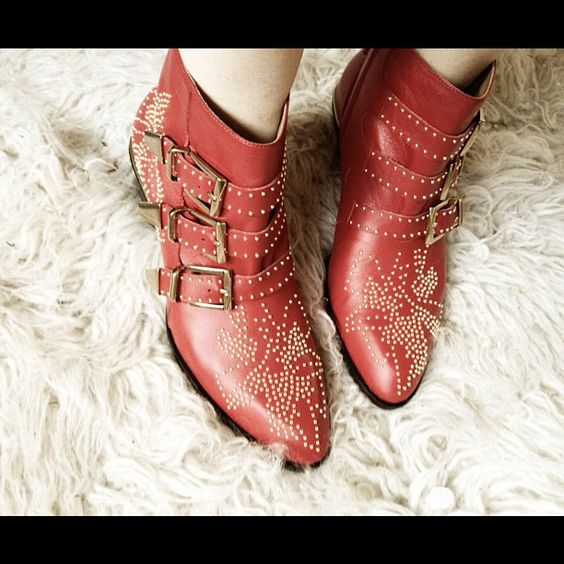 Red studded cowboy booties - yeehaww! #inspiration #boots
