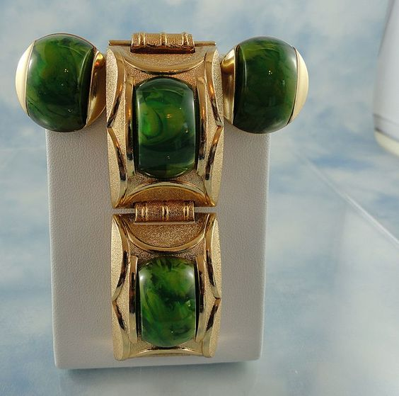 """Signed """"Paris"""" French Gold Tone Spinach Green Bakelite Chunky Bracelet $ 160"""