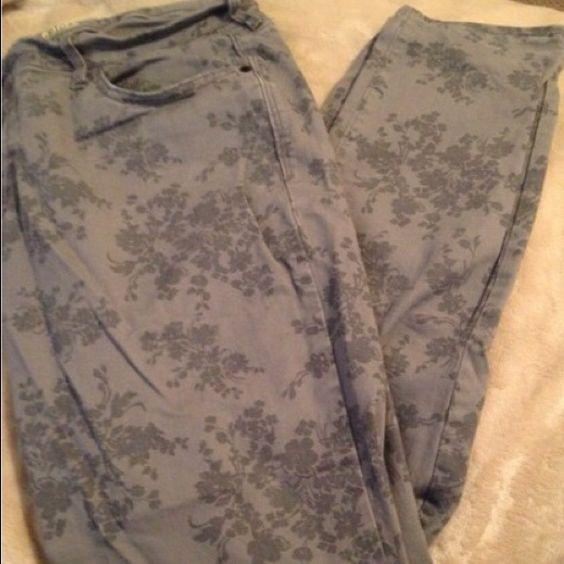 "Grey floral designed pants Charcoal grey rockstar jeans with a floral design . Very comfortable but they are short on me ( I'm 5'9"") . Excellent condition and need a good home . (Previously purchased on poshmark ) Old Navy Pants"