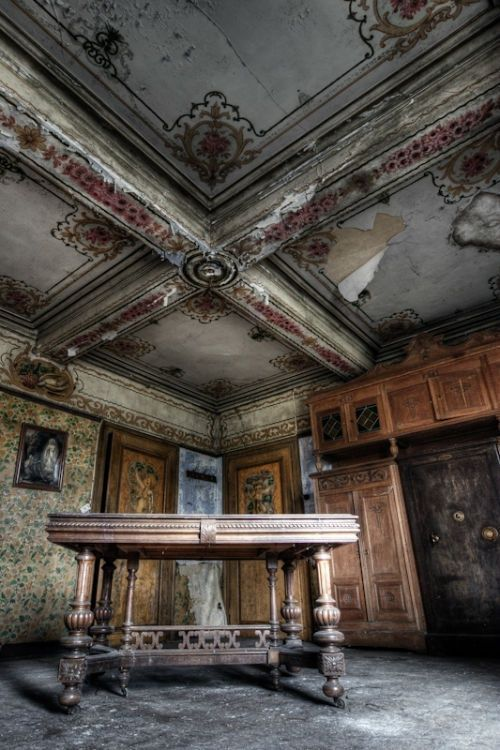 Abandoned buildings photography