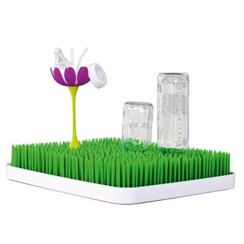 Pratique, pour suspendre les petits éléments des biberons et gobelets afin qu'ils sèchent sur votre égouttoir Grass. Installer votre couronne ou tétine sur la fleur pour garder plus de place pour les biberons et tasse.