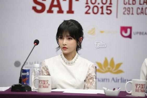 """Với vẻ noài rạng rỡ và cực kì thân thiện, 6 cô nàng T-ara khiến fan Việt """"đổ rầm rầm"""""""