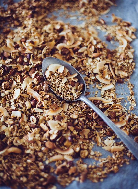 Granola #baked #healthy #snack #nuts #oatmeal #granola