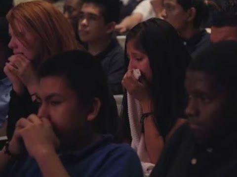 Ex Profi-Wrestler Marc Mero bringt eine Aula voller Schüler zum Weinen