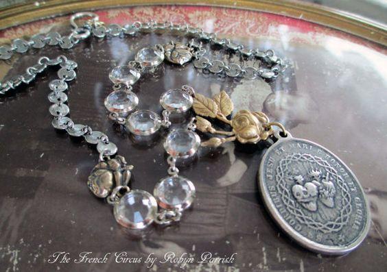 Halskette - Gloria - handgemalte Herz-Jesu-Medaille Glas Einfassungen Rosen Blumen floral heiligen katholischen religiösen Schmuck