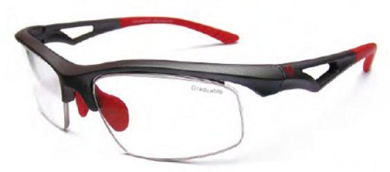 AIRLINE EVO: NO NECESITA SUPLEMENTO INTERNO ADICIONAL PARA SU GRADUACIÓN. SE GRADÚA DIRECTAMENTE LA LENTE DE LA MONTURA. Su adaptador especial patentado, de fácil colocación en la montura, permite: - Montar lentes graduados ranurados, en base externa + 6  - Añadir múltiples posibilidades de tratamientos: Anti-reflejante, coloración, Transitions®, polarizado, etc. - También apto para progresivos.