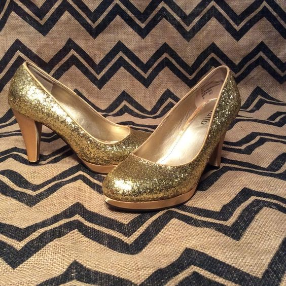 BOGOGold glitter silk heels Size 7.5 in new condition Shoes Heels
