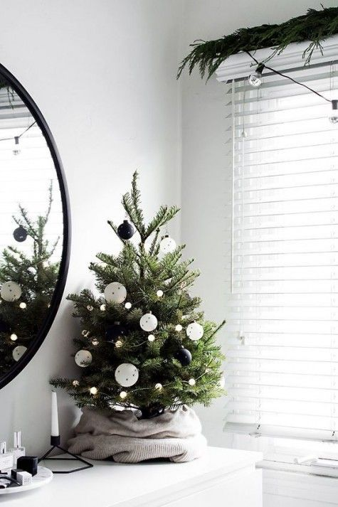 25 Trendy Minimalist Christmas Tree Decor Ideas | ComfyDwelling.com #trendy #minimalist #christmas #tree #decor #ideas