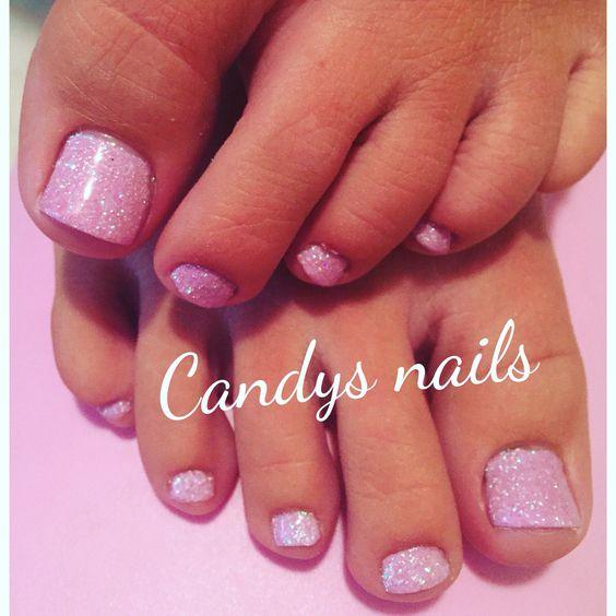 Light purple glitter gel toes!