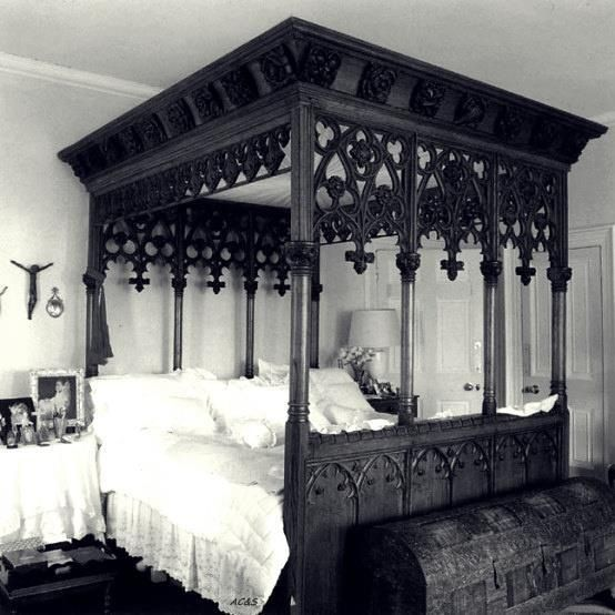 Beautiful Gothic bed that I need in my life.. I now feel incomplete without it