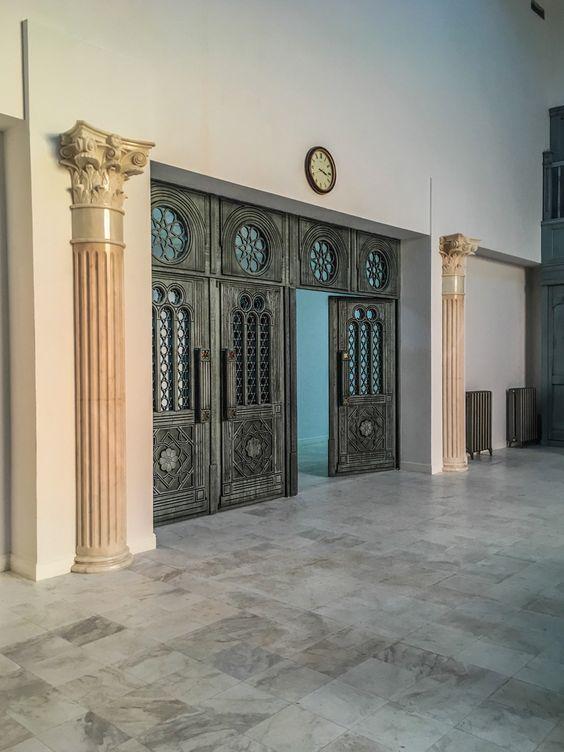 Вход в зал изнутри
