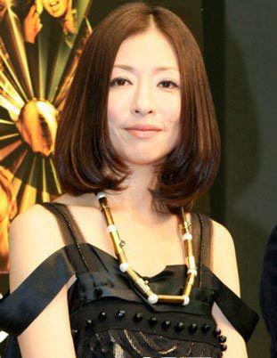 個性的ドレスの松雪泰子