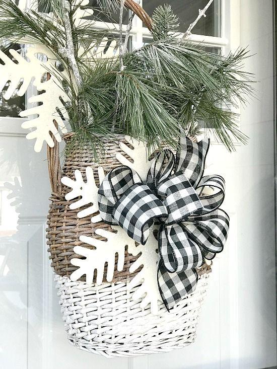 Winter Basket for the Front Door. Homeroad.net #wreaths #basket #frontdoor