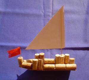 segelschiff aus holz und korken natur basteln meine enkel und ich made with. Black Bedroom Furniture Sets. Home Design Ideas