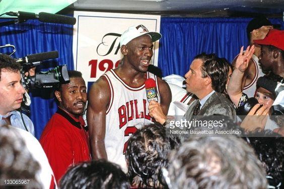 Fotografia de notícias : Michael Jordan of hte Chicago Bulls is...