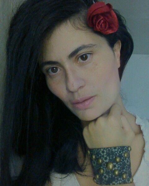 Bracelete Couro verde flor/ ouro velho