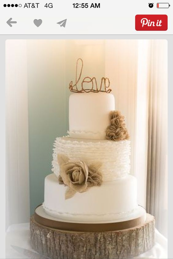 Simple white cake with a little design and color scheme