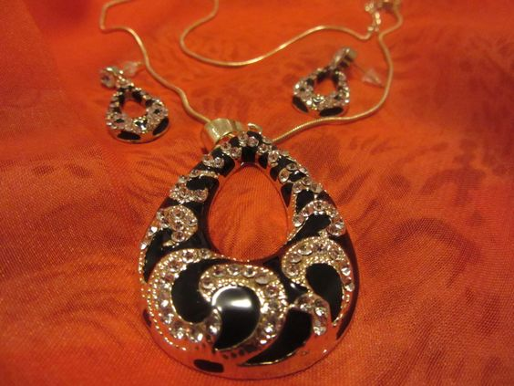Necklace and earings animal print de Victoriaprettyangels en Etsy