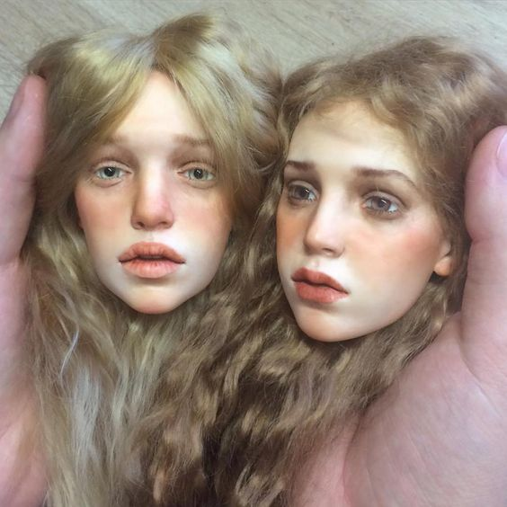 Muñecas de porcelana, si....El protagonista de estas imágenes tan realistas y sobrecogedoras (las muñecas de porcelana, dan un poco de miedo a much...: