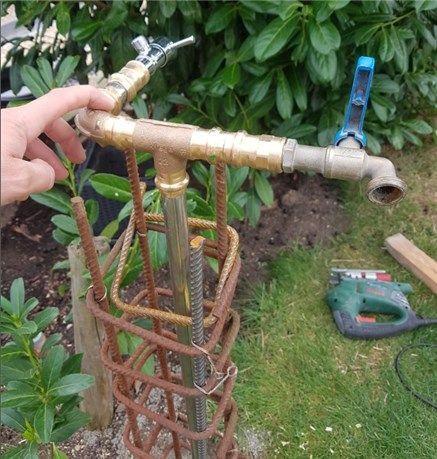 Eine Wasserzapfstelle Wassersaule Selber Bauen Heimwerkerkniffe De Wasserhahn Garten Wasserzapfsaule Garten Wasserzapfstelle