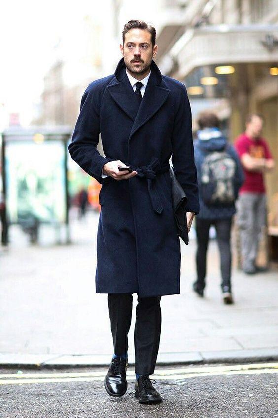 Long manteau bleu à larges revers style menstyle streetstyle chic dandy