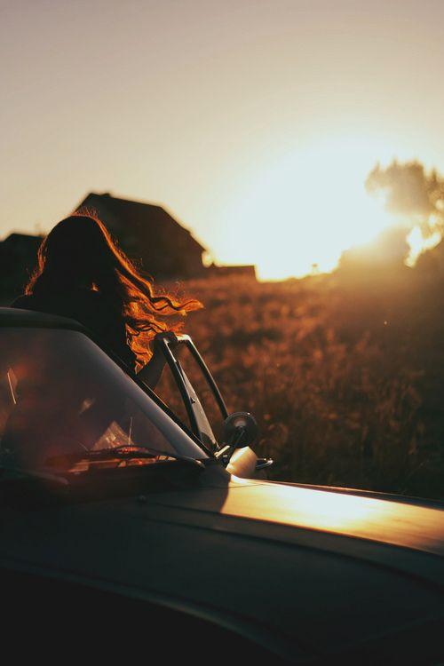Imagen de girl, car, and sunset